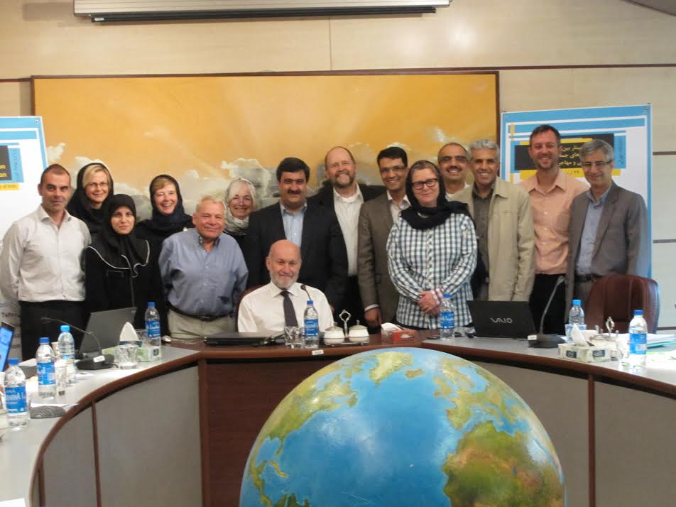 Graeme Hugo surrounded by colleagues during the Seminar on Demographic Perspectives on Forced Migration and Refugees held in Tehran, Islamic Republic of Iran, 14-16 May 2012